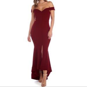 Windsor off the shoulder gown 🌹